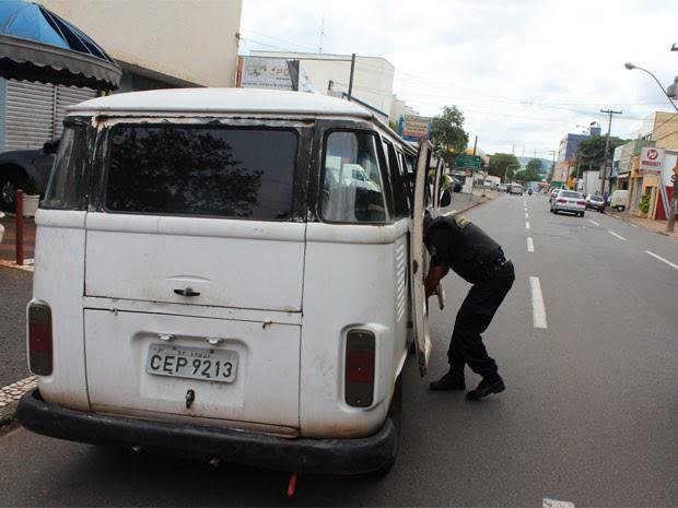 Trio furta pertences de residência e foge de kombi em Americana, SP  (Foto: Divulgação / Guarda Municipal de Americana)