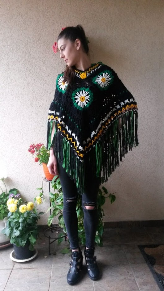 Crochet Poncho with Fringe and daisy flowers/ Handmade