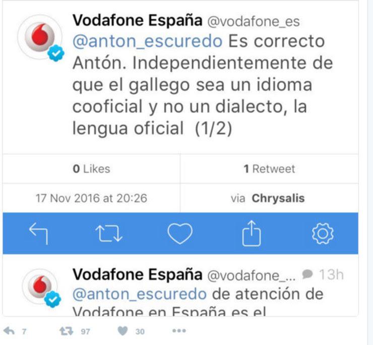 Tweet de resposta de Vodafone a un usuario que criticou que non se puidera falar en galego