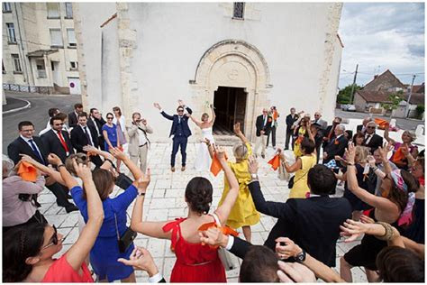 Relaxed Loire Valley ceremony with surprise Flash Mob
