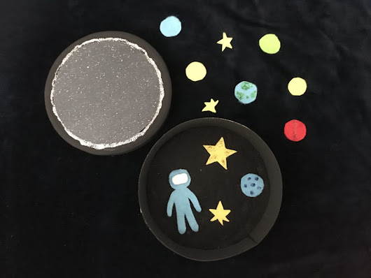 Crafts: Make your own Space Themed Felt Busy Box - HodgePodgeDays