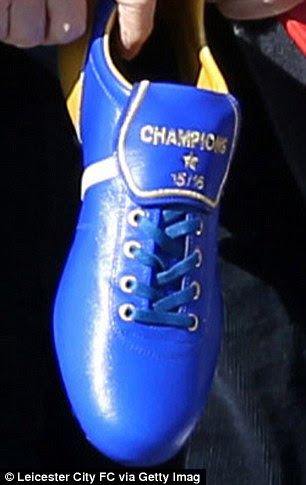Ranieri had a football boot stitched with the words 'Champions 15/16'