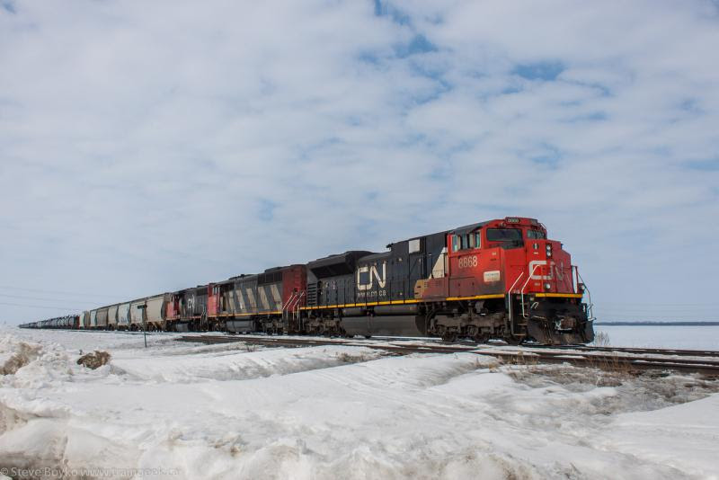 CN 8868 outside Winnipeg