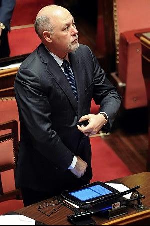 Scandalo Lusi, blitz della Finanza sequestrati immobili e 2 milioni di euro