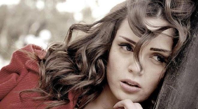 الفنانة السورية لينا دياب
