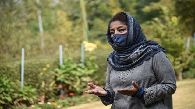 महबूबा ने दिया बातचीत में रोड़ा अटकाने वाला बयान, कहा- पाकिस्तान से करो बात
