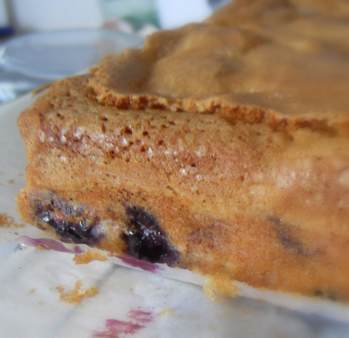 Melt-In-Your-Mouth Blueberry Cake with a Lemon Cream