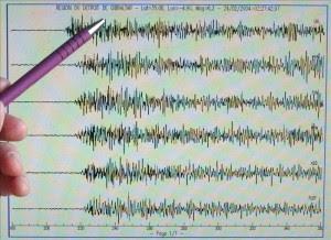 """Entre las 04.02 y 16.00 hora local de hoy , la red sísmica ha detectado """"25 microsismos"""", indicó el informe del Observatorio Ambiental del Ministerio de Medio Ambiente y Recursos Naturales (MARN). EFE/Archivo"""