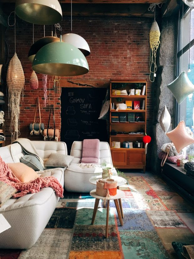 Home Makeovers: 10 Tips for Decorating on a Tight Budget