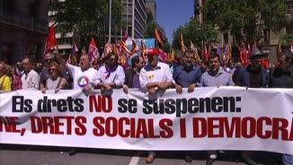 """Capçalera de la manifestació """"Els drets no se suspenen"""""""
