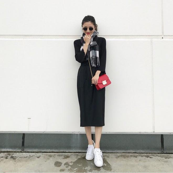 5 mẫu váy đang được các tín đồ thời trang châu Á diện nhiều nhất khi tiết trời se lạnh - Ảnh 13.