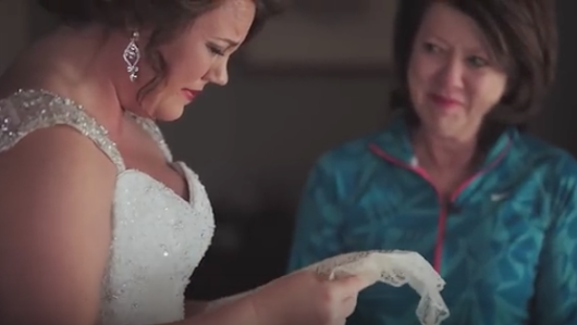 Mother surprises daughter with 20 year old letter on her wedding day