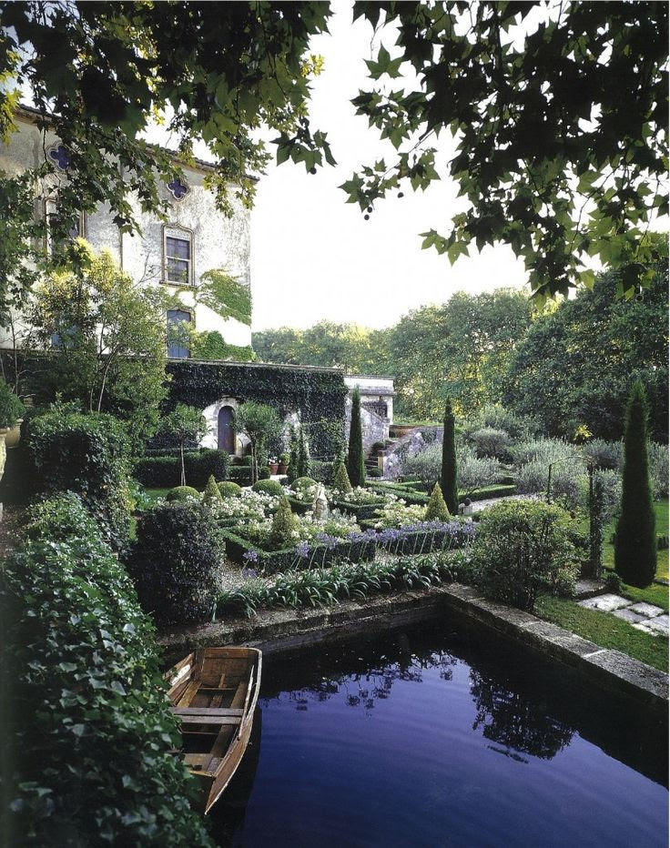 Ever since I saw the Tivoli Gardens in Rome, I've been obsessed with all sorts of garden spaces.