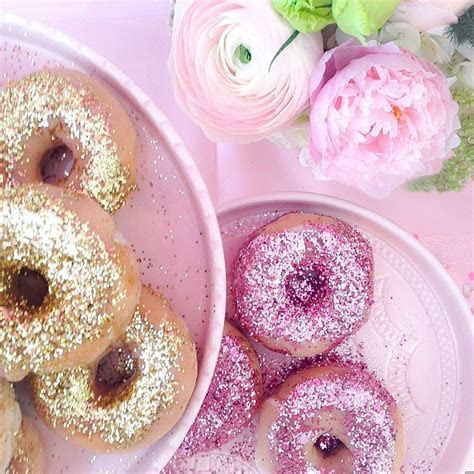 Pink the Town?s Glitter Doughnut Party   Pink the Town