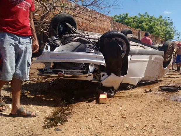 Motorista do veículo não tem habilitação e sofreu um corte na cabeça (Foto: Rafaela Gomes / TV Paraíba)
