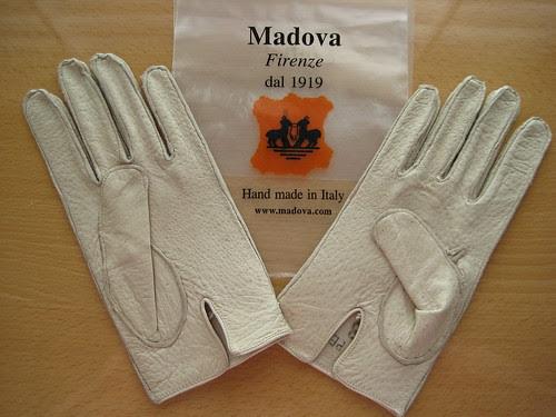 Madova ivory peccary gloves 01