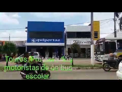 Touros/RN: Protesto dos motoristas de ônibus escolar por falta de pagamento.