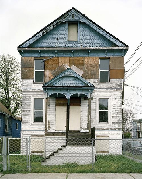 eve_morgenstern_abandoned_house