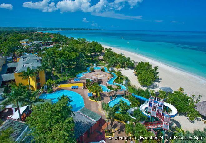 """O Beaches Negril Resort & Spa recebeu o título de """"Melhor Hotel para Famílias no Caribe"""", no prêmio """"Traveler's Choice 2015"""" do Trip Advisor"""
