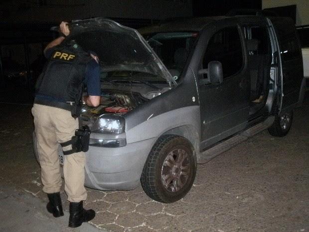 Homem é preso com carro roubado no trecho de Vargem da Fernão Dias (Foto: Divulgação/ Polícia Rodoviária Federal)