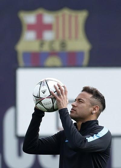 Neymar no treino do Barcelona (Foto: Reuters)