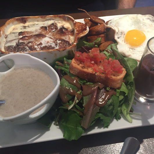 An Authentic French Brunch Spot in the Heart of Montreal - Montreall.com