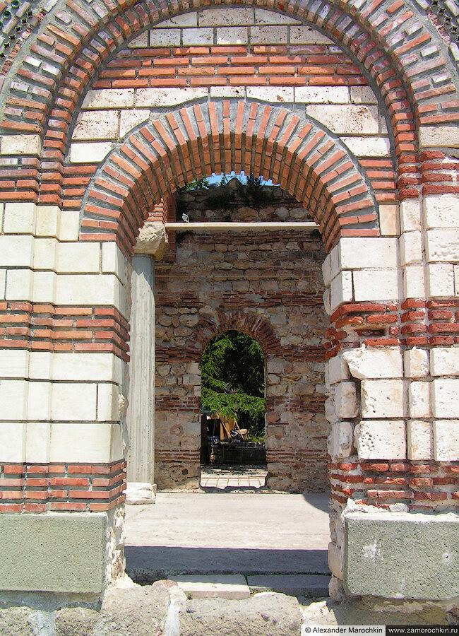 Развалины церкви, Несебр (Болгария)