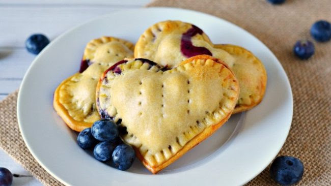 Baked Blueberry Hand Pies - Growing up Gabel - HMLP 101 - Feature