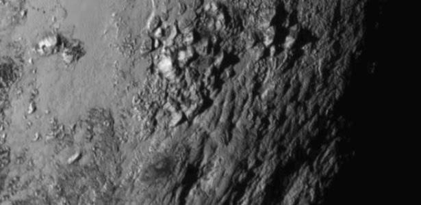 Novas imagens em alta resolução permitem ver claramente a topografía acidentada de Plutão