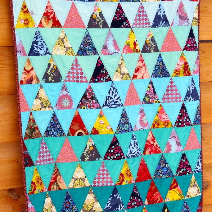 Triangle Baby Quilt by Coraquiltscarla - I loooove the turquoise!