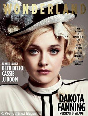Cover Girl: entrevista Dakota e filmagem aparece no mês de abril / maio 2012 problema do País das Maravilhas