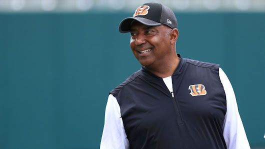 Bengals sign Lewis to new deal through 2019