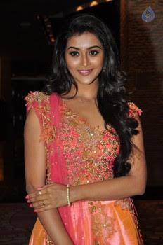 Pooja Jhaveri Photos - 17 of 42