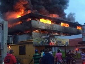 Fuego afecta mercado público de La Vega