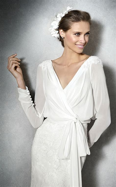 10 adventages of wrap wedding dresses   Luxury Brides