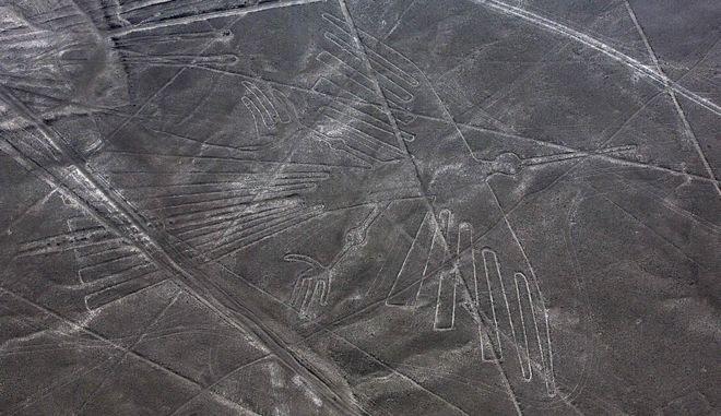 Οι Γραμμές της Νάσκα είναι μία σειρά αρχαίων γεωγλυφικών στην έρημο Νάσκα του Περού