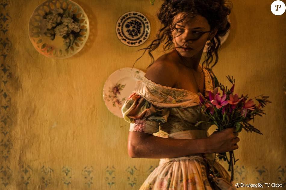 Leonor (Marina Nery) morre ao dar à luz seu segundo filho na novela 'Velho Chico'