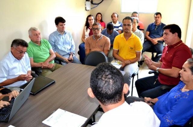 Prefeito Alan Linhares assinou decreto que cria os Comitês que serão responsáveis pelo processo de elaboração e operacionalização do Plano