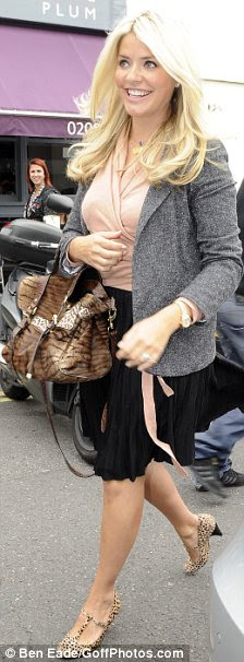 http://i.dailymail.co.uk/i/pix/2011/09/06/article-0-0DA61C5500000578-896_224x606.jpg