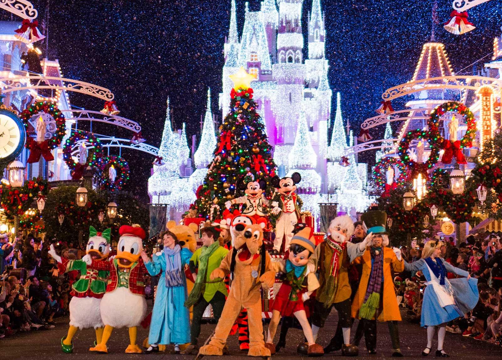 Disney Christmas Vacation  Christmas at Disneyland 2020