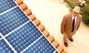 Dallas actor Larry Hagman promotes solar powar company