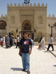 Di hadapan Masjid  Amr ibn al-A'as, Kaherah, Mesir