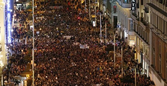 Miles de ciudadanos han abarrotado la Gran Vía . EFE/Mariscal