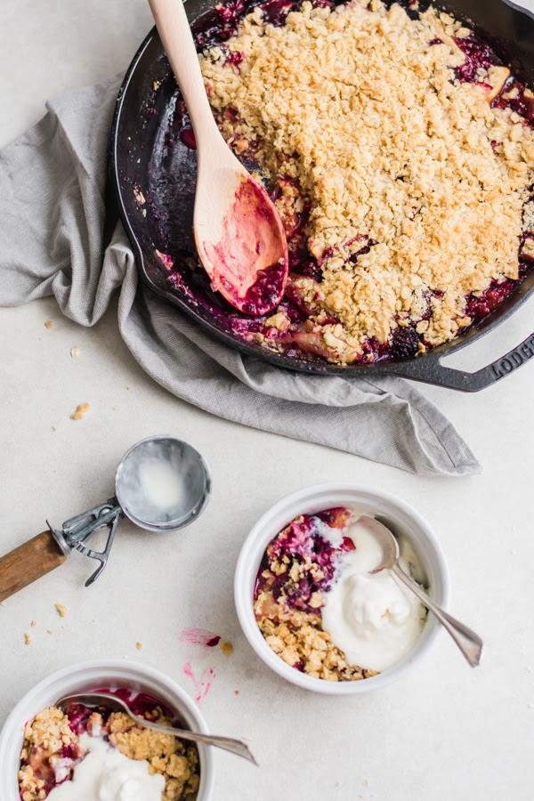 pie skillet dessert captures everything nosotros dearest most summertime summer glory skillet crumble