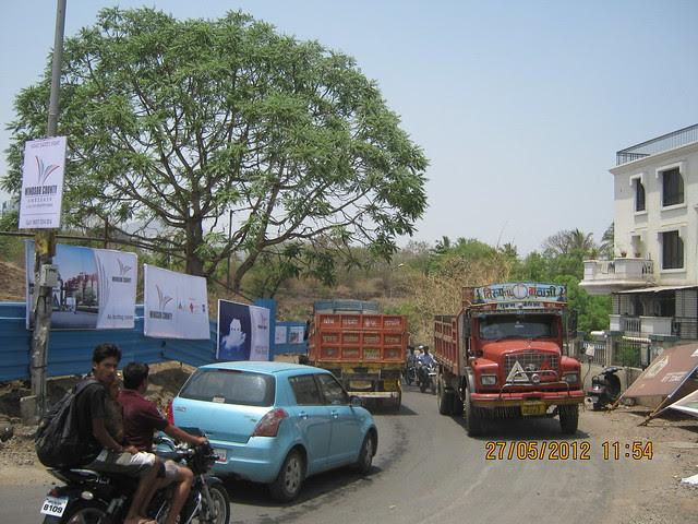 Traffic on Hairpin Turn of Katraj Ambegaon Khurd Road at Windsor County, 1 BHK 2 BHK & 3 BHK Flats near Reelicon Garden Grove, Datta Nagar, Ambegaon Budruk, Pune 411046