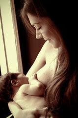 Madre amamantando 2006