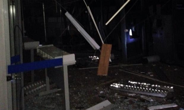 Três caixas eletrônicos da agência ficaram destruídos, diz polícia / Foto: Divulgação/Blog Santa Cruz Mais.