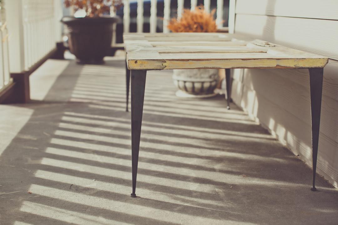What is Mid-Century Modern Furniture? - Modern Legs