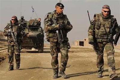 soldats français en patrouille