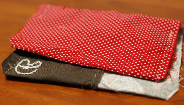 How to make a button pouch with two pockets 14